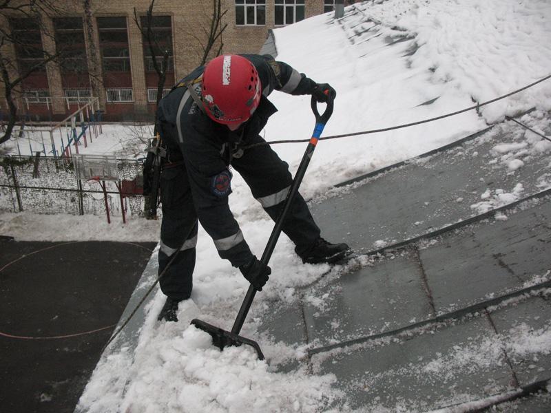 Лопата для уборки снега с колесами